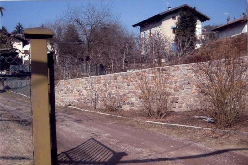 Sassi grezzi in porfido per muri, muratura con sassi in porfido ...