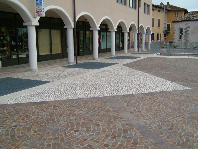 Produzione porfido trentino per scalini esterni rosoni e cubetti di porfido porfidi roberto - Pavimento in ciottoli esterno ...