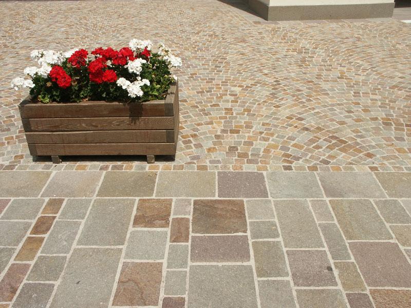Piastrelle in porfido piano naturale coste segate o - Piastrelle di cemento da esterno ...