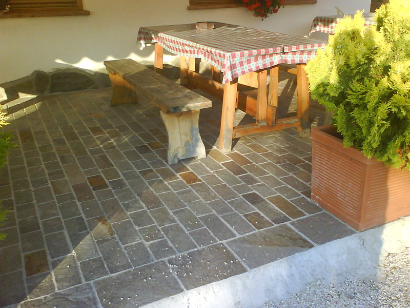 Costo porfido per esterni piastrelle esterno posa a secco - Posa piastrelle giardino a secco ...